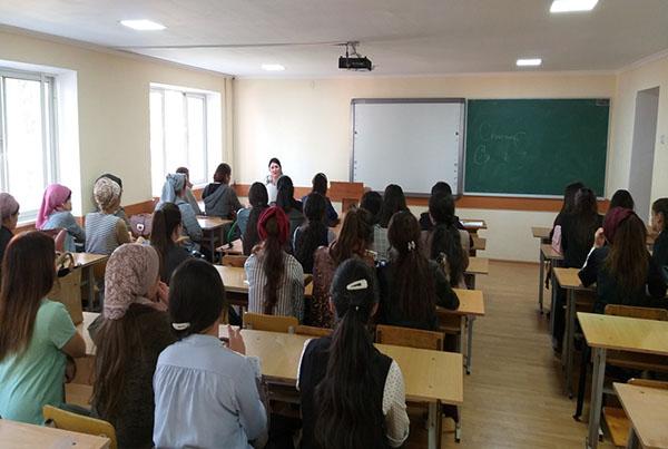 Встреча заведующего Департаментом по работе с женщинами и девушками со  студентками ТУТ